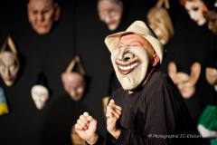Le masque est le message